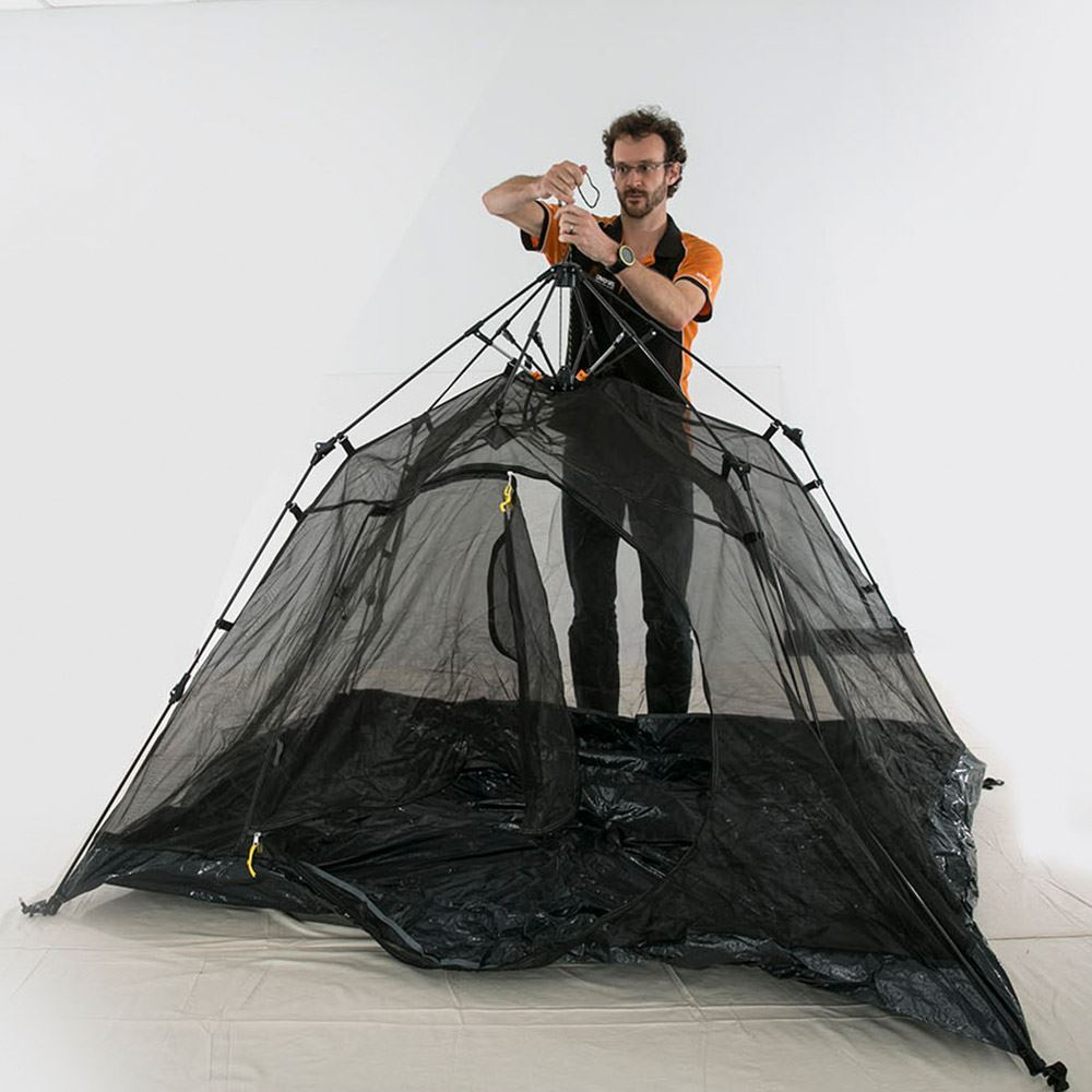 Makin Tracks Mozzie Mesh Tent Pop Up Mozzie Dome Set Up 4