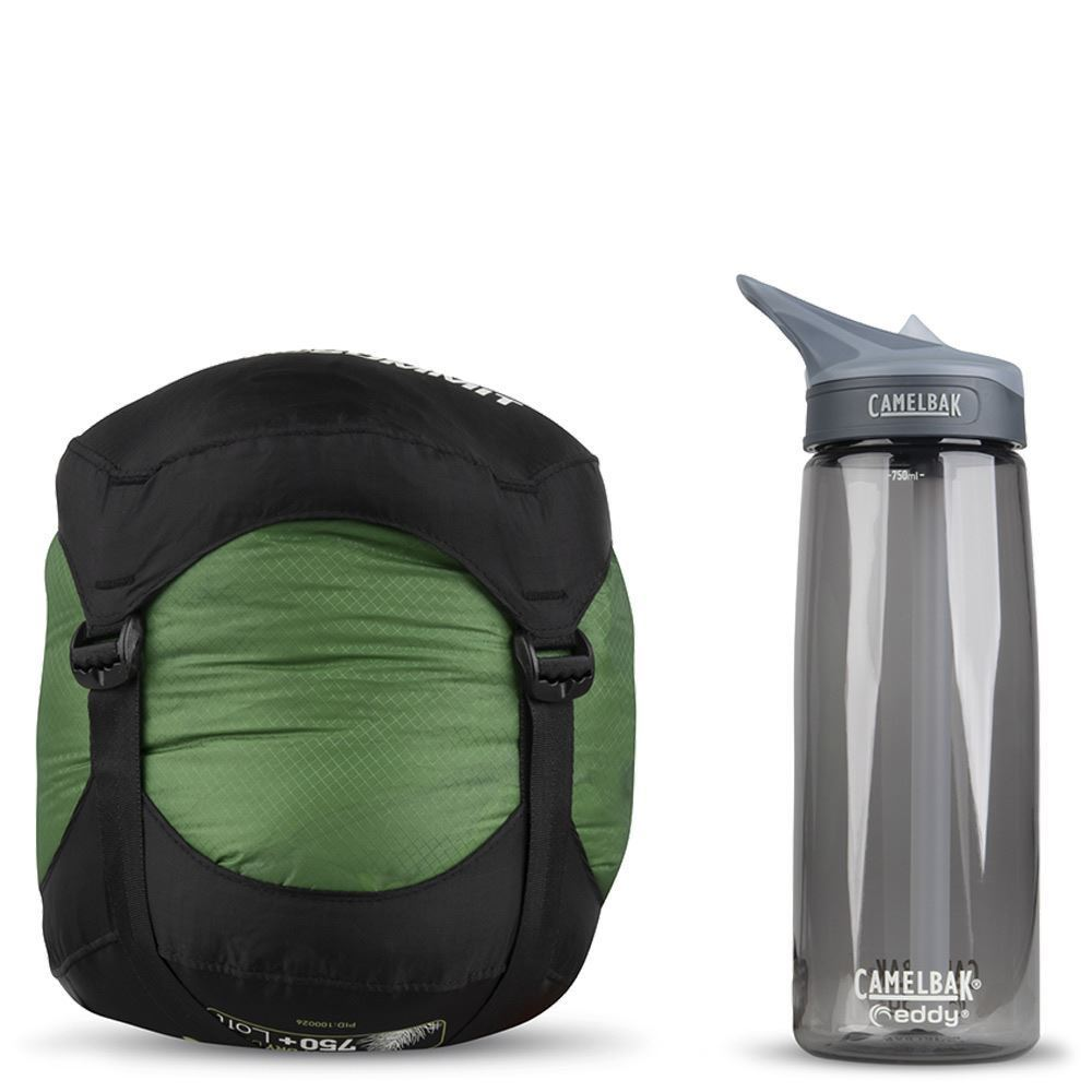 Sea To Summit Ascent Ac1 Sleeping Bag (2 °C) - Size comparison next to Camelbak bottle
