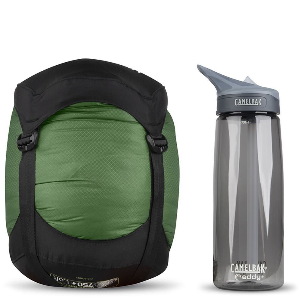 Sea To Summit Ascent Ac2 Sleeping Bag (-4 °C) -Size comparison with Camelbak bottle