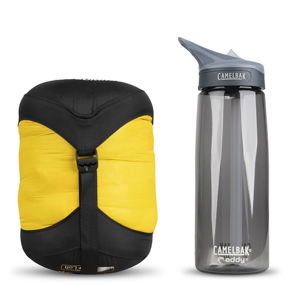 Sea To Summit Spark SP2 Sleeping Bag (4 °C) - Size comparison with Camelbak bottle