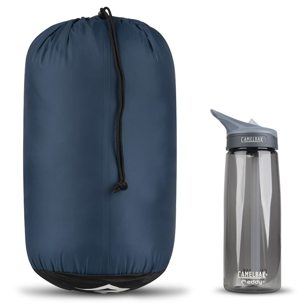 Sea To Summit Trailhead Th3 Sleeping Bag (-1°C) - Size comparison with Camelbak bottle