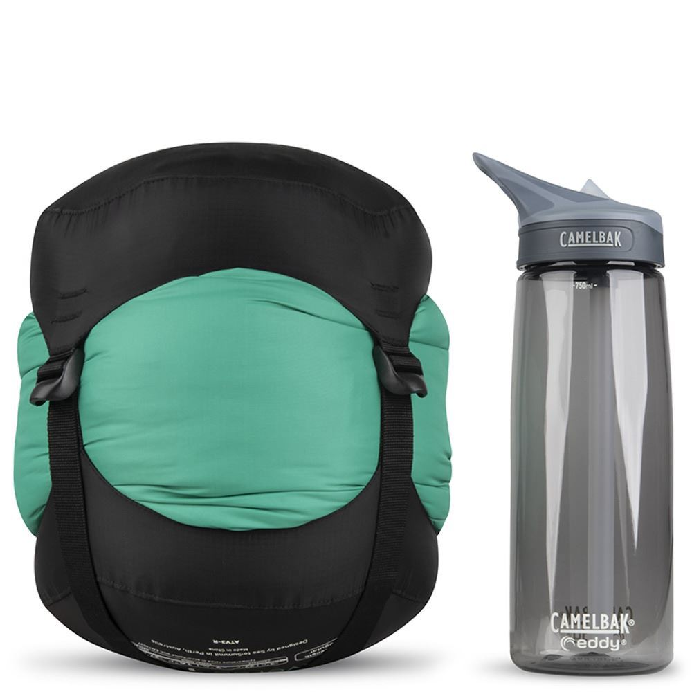 Sea To Summit Traverse Tv3 Sleeping Bag (-4°C) - Size comparison with Camelbak bottle