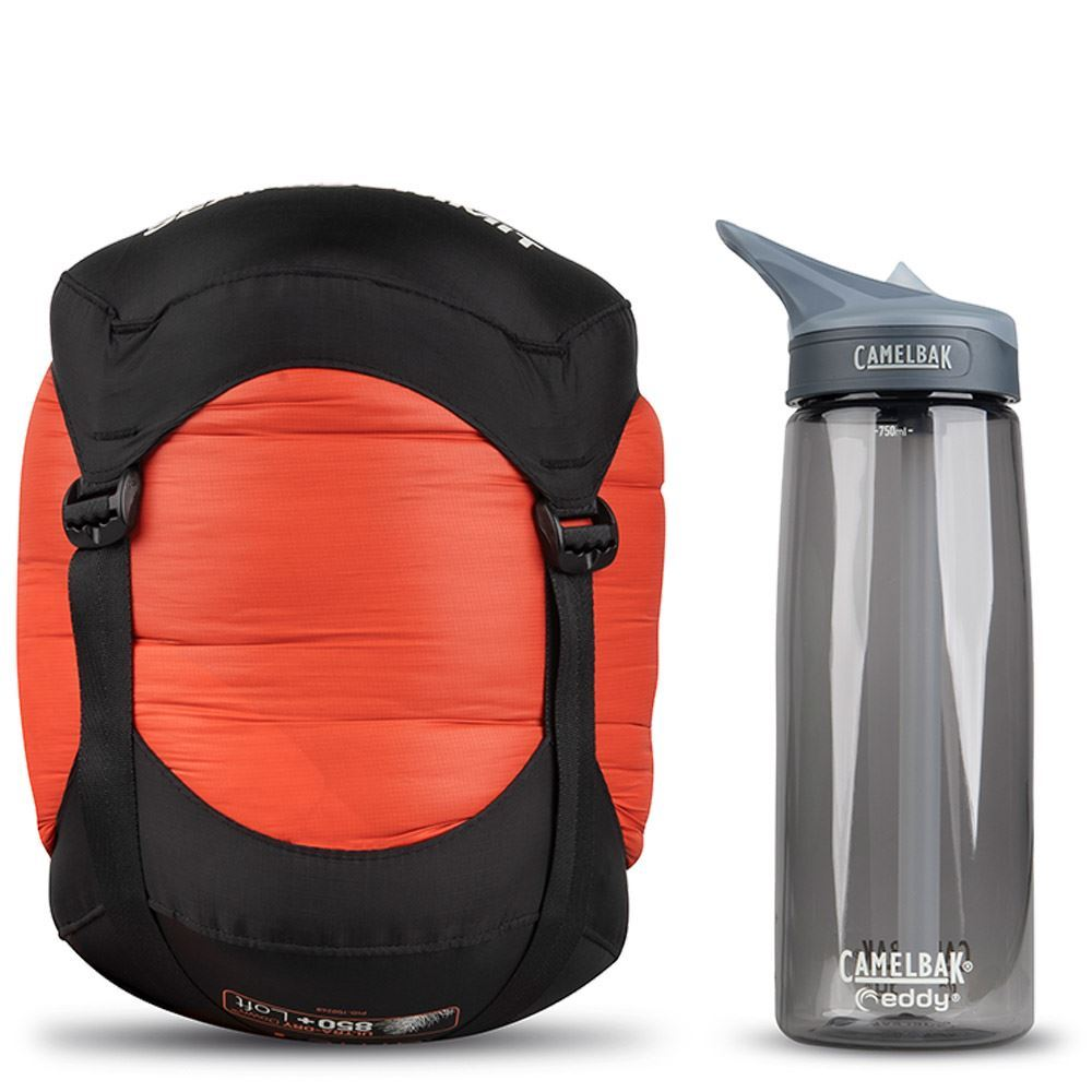 Sea To Summit Flame Fm4 Wmn's Sleeping Bag (-10 °C) - Size comparison with Camelbak bottle