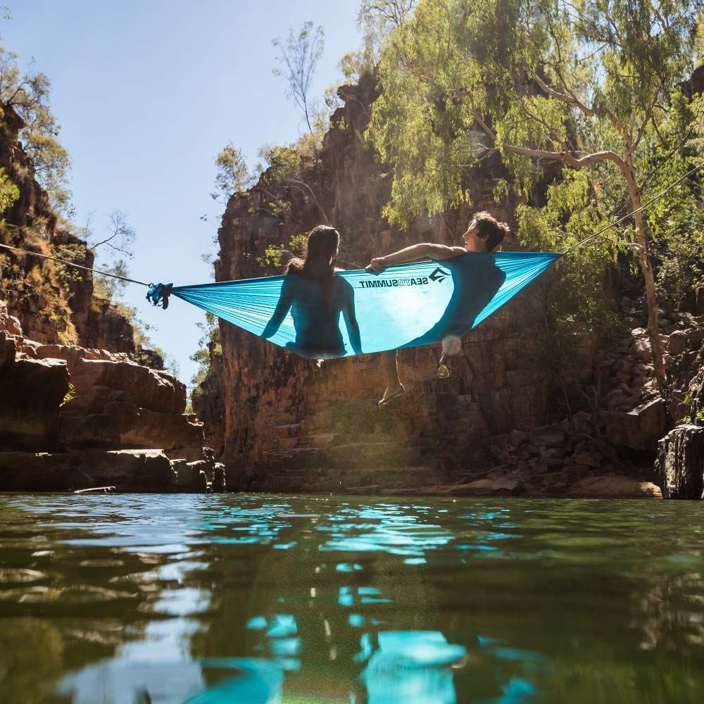 Sea To Summit Pro Hammock Double View - Couple lying in hammock over water