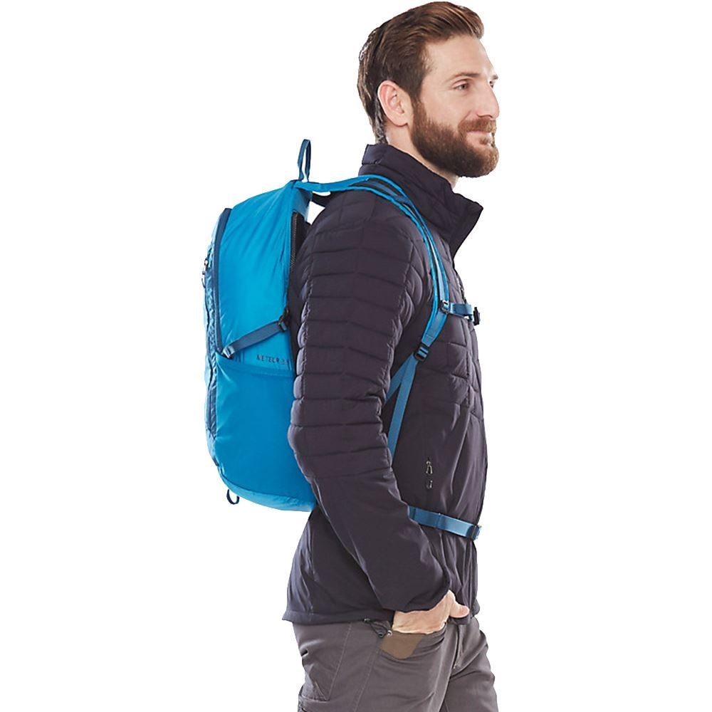 Marmot Kompressor Meteor 22L Daypack - Man wearing blue coloured pack