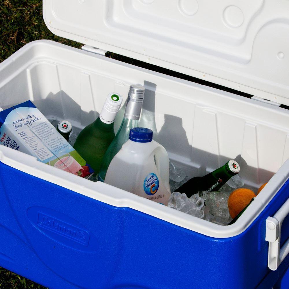 Coleman Chest Cooler 47L - Food & drinks inside cooler