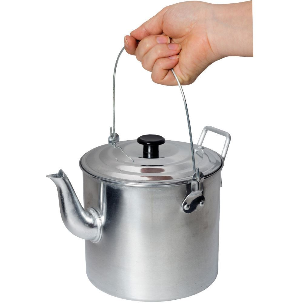 Campfire Billy Teapot Aluminium - Holding by handle
