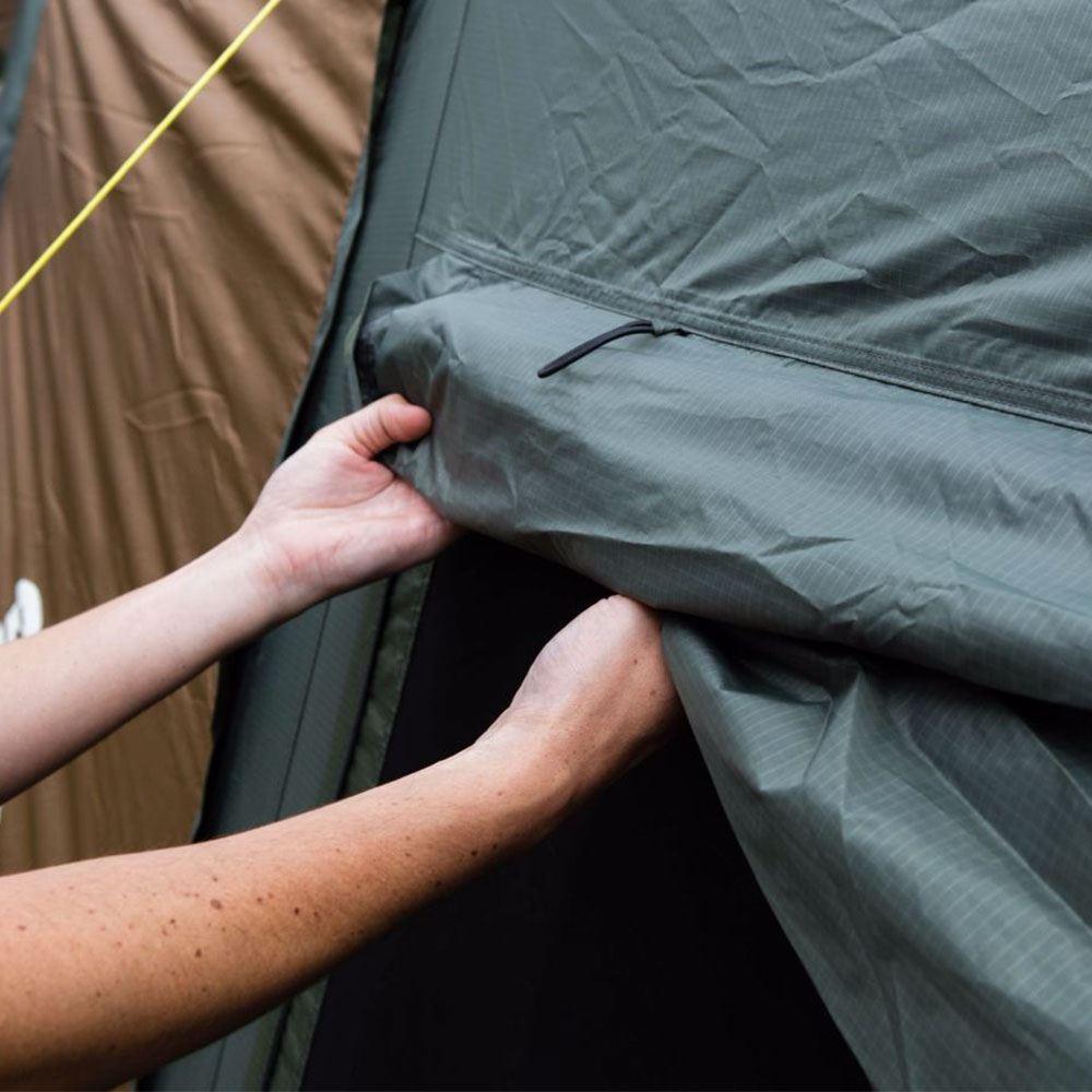 Coleman Instant Up 4P Lighted Northstar Darkroom - Folding back fly door