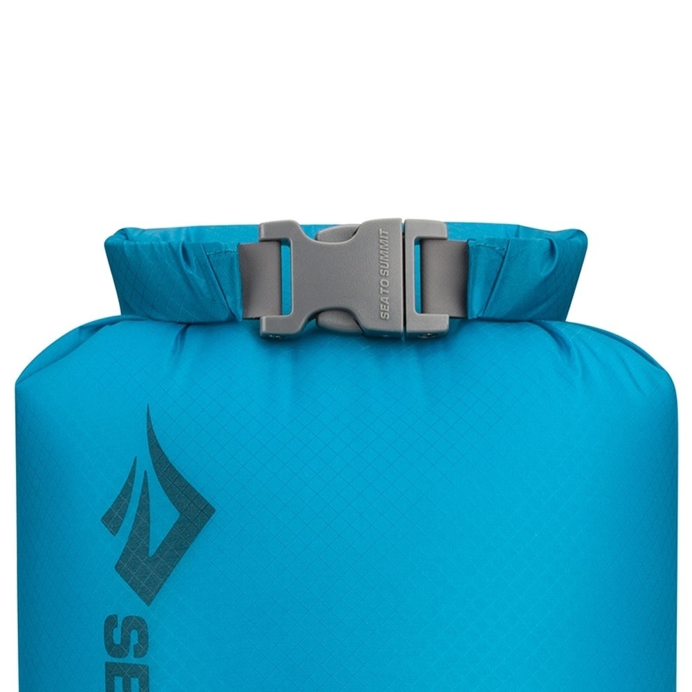 Sea to Summit Ultra-Sil Super Lightweight Dry Sack - Roll and lock mechanism