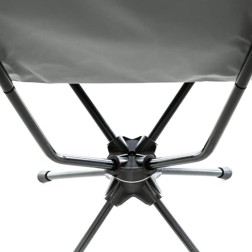 OZtrail Compaclite Navigator Swivel Chair - Swivel mechanism in the hub