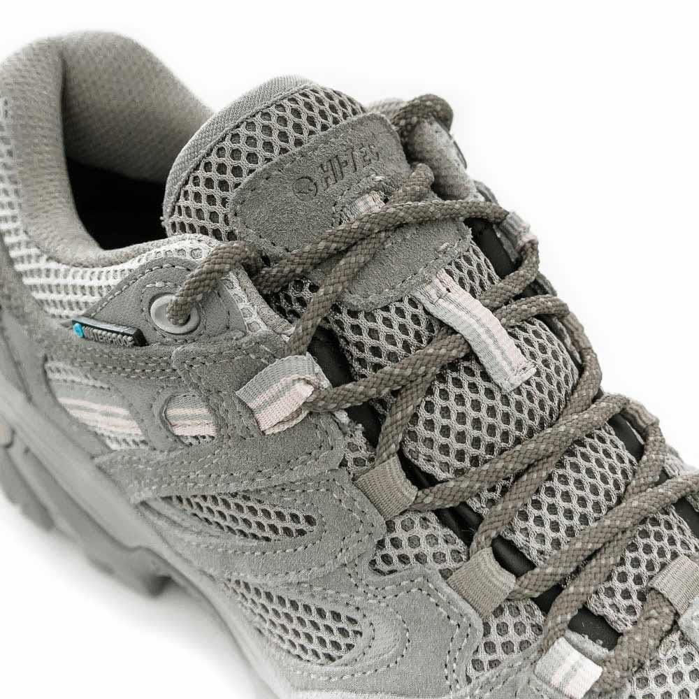 Hi-Tec Ravus Vent Low WP Wmn's Shoe - Padded collar and tongue